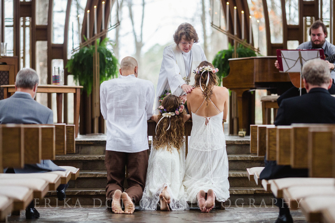 barefoot wedding at cooper chapel by erika dotson photography