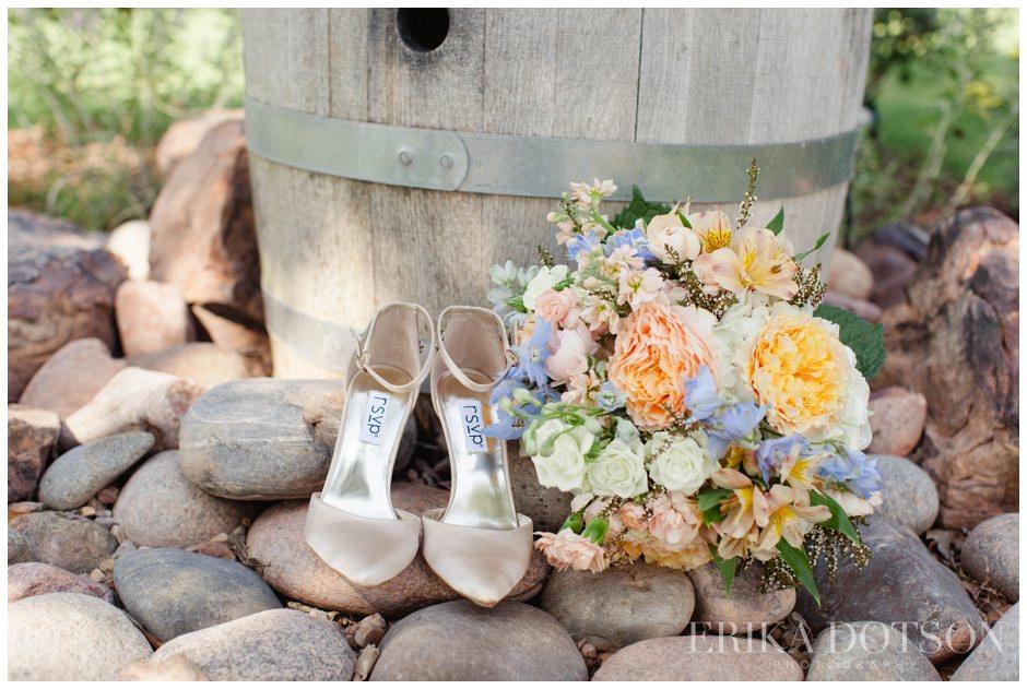Wedding flowers at Riley Vineyards in Blanchard Oklahoma